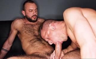 Macho fazendo sexo